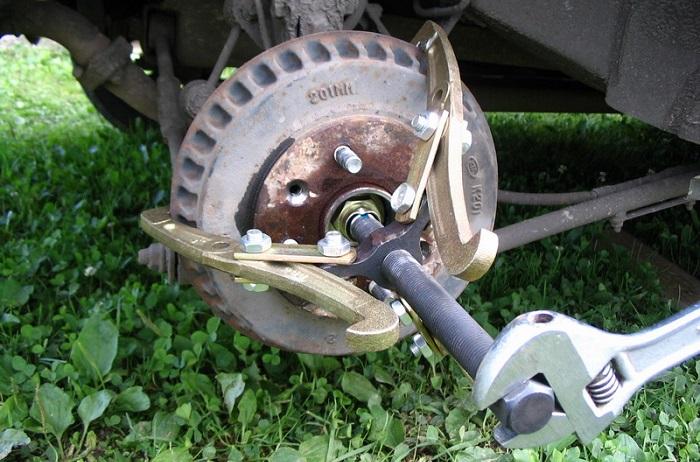 Специальный ключ для снятия барабана