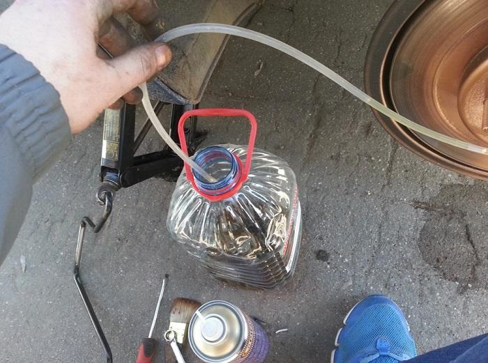 Как менять тормозную жидкость