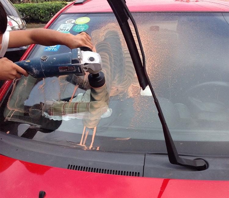 TSarapiny na lobovom stekle kak ubrat 1 - Чем убрать царапины на лобовом стекле автомобиля