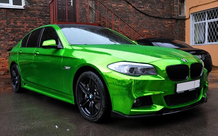 Зеленый автомобиль